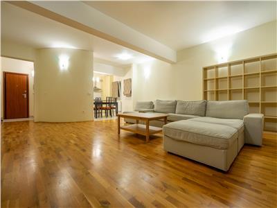 Apartament superb cu 4 camere in Andrei Muresanu!